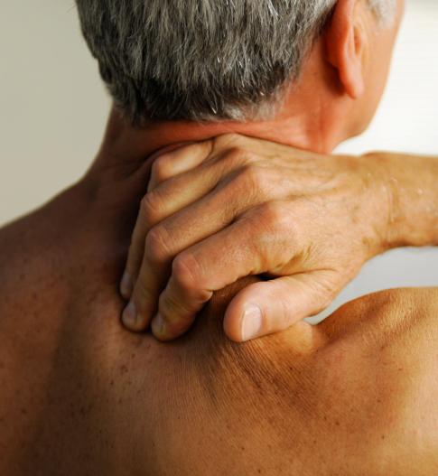 Douleurs-cervicales-vieux